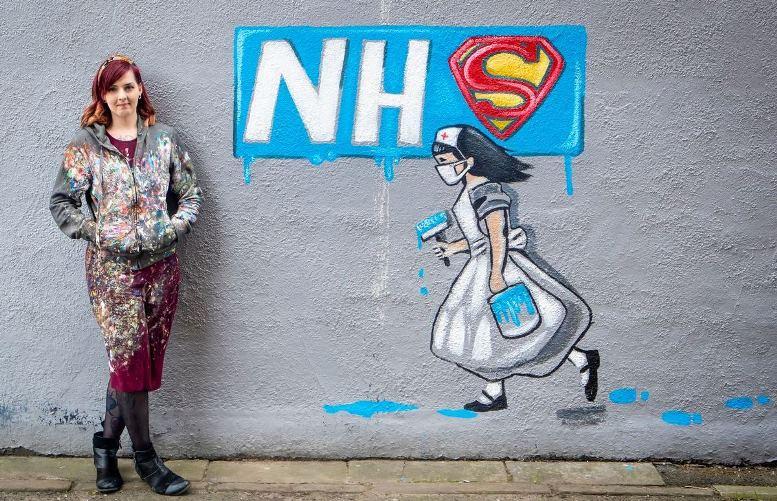 09 - Хлопчики тепер граються… медсестрами? Нове графіті Бенксі розбурхало «карантинних щурів» (ФОТО)