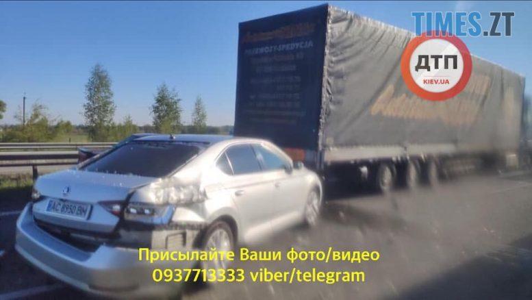 97493166 264284964625075 1844444538144292864 n e1589532636344 - На трасі Житомир-Київ у ДТП потрапили десятки машин (ФОТО-ВІДЕО)