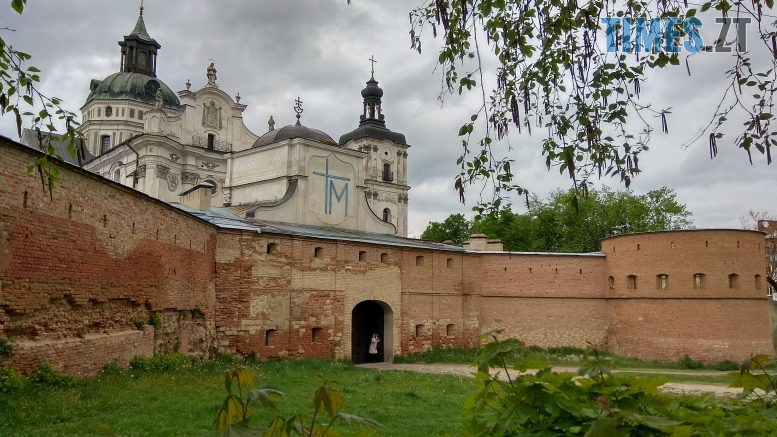 IMG 20200506 122333 HDR 777x437 - Бердичівський фортечний мур: половина в реконструкції, решта – в руйнації над проїжджою частиною (ВІДЕО)