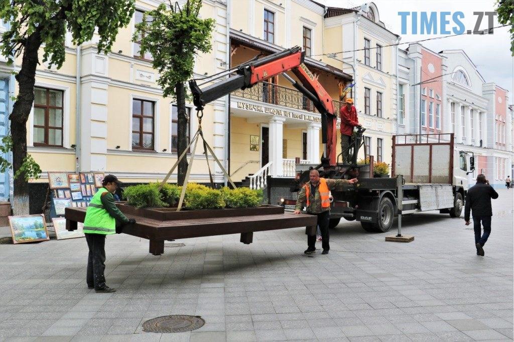 img1590135661 6 1024x683 - У центрі Житомира встановили лавки с декоративними рослинами (ФОТО)