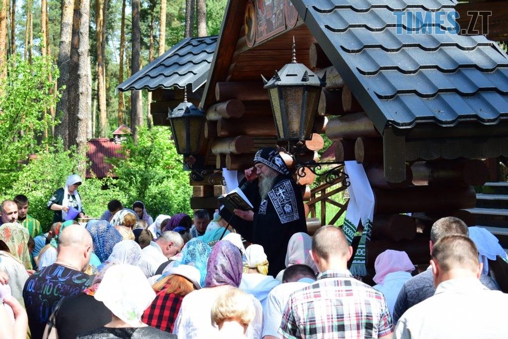 DSC 0211 1024x684 - Святий дух поєднав житомирян у єдиній молитві у Свято-Духівському чоловічому монастирі (ФОТО)