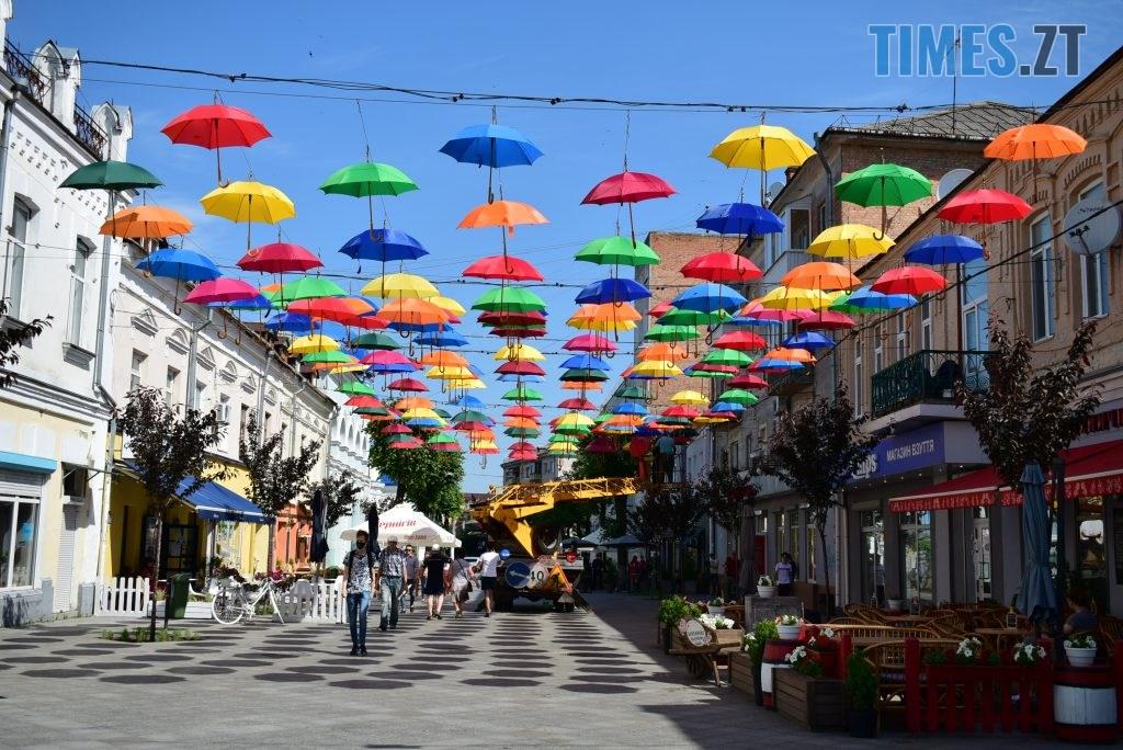 DSC 0284 1024x684 - У Житомирі на Михайлівській замайоріли літні парасольки (ФОТО)