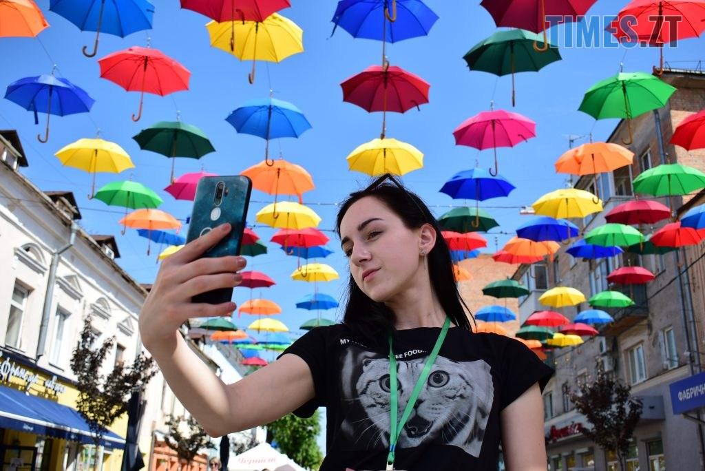 DSC 0311 1024x684 - У Житомирі на Михайлівській замайоріли літні парасольки (ФОТО)