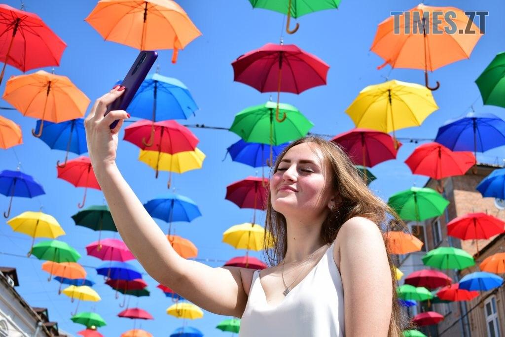 DSC 0313 1024x684 - У Житомирі на Михайлівській замайоріли літні парасольки (ФОТО)