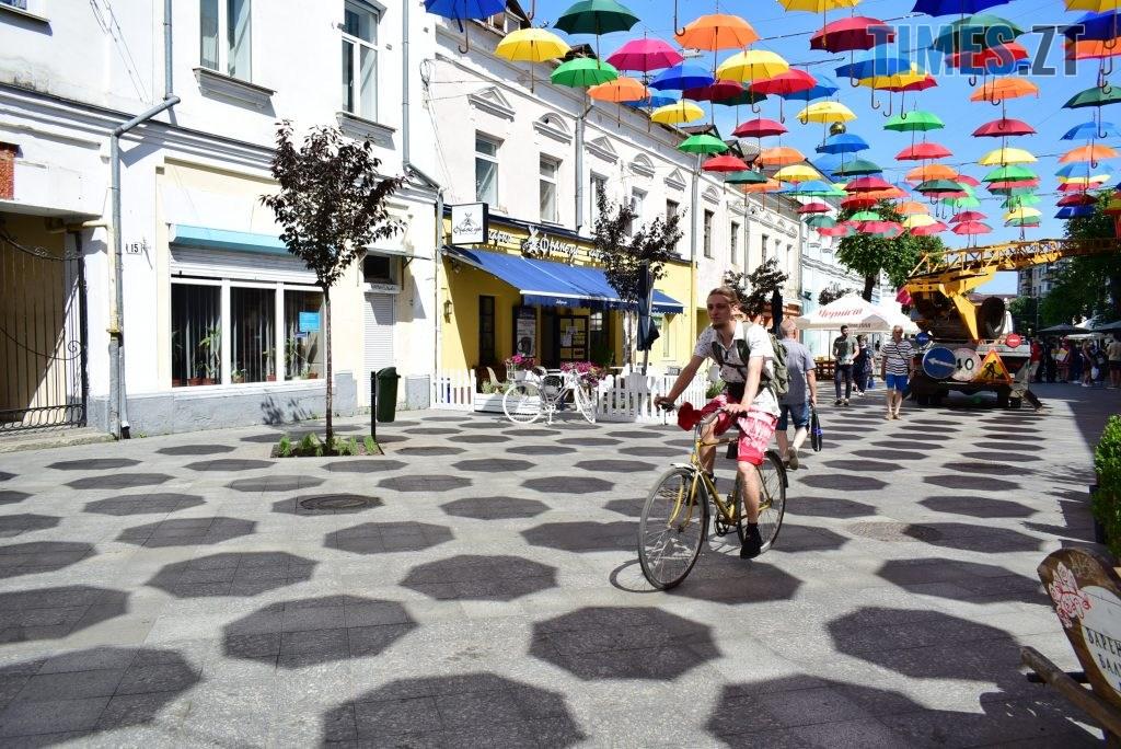DSC 0319 1024x684 - У Житомирі на Михайлівській замайоріли літні парасольки (ФОТО)