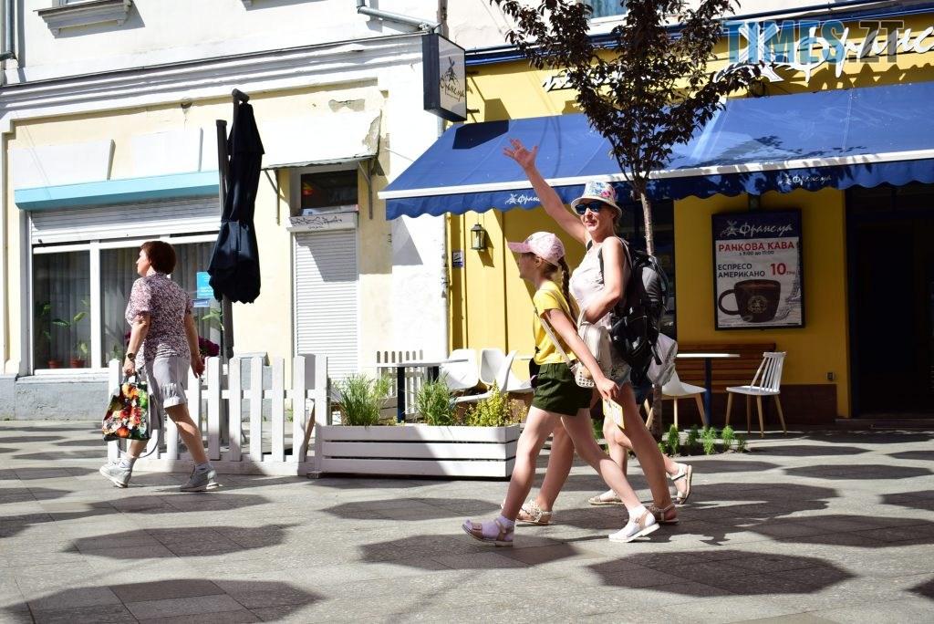 DSC 0325 1024x684 - У Житомирі на Михайлівській замайоріли літні парасольки (ФОТО)