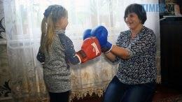 Still1212 00001 260x146 - «Дати дітям щось, чого не було в мене»: на Бердичівщині поштарка сама виховує 7 дітей (ВІДЕО)