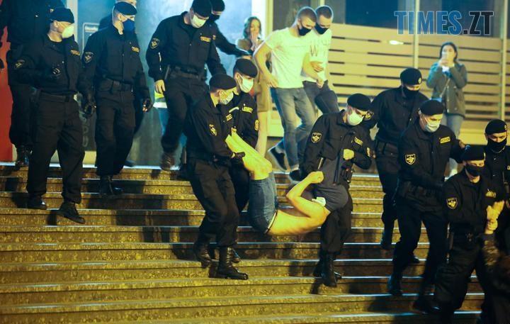 04 3 - «Виборча кампанія» у Білорусі: сотні затриманих. Молодь побилася з ОМОНом (ВІДЕО, ФОТО)