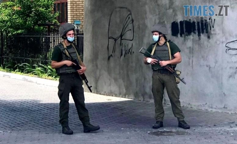 07 2 - Рецидивіст-психопат у Луцьку глумиться над заручниками і всією Україною (ВІДЕО, ФОТО)