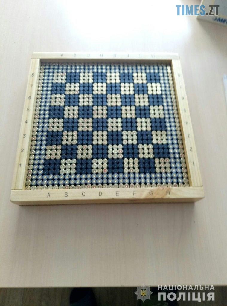10 32 35 759x1024 - Танки, шахи, попільниці: Житомирський поліцейський виробляє сувеніри зі стріляних гільз та боєприпасів (ФОТО)