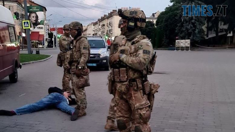 13 1 - Зеленський принизив себе. Щоб взяли живцем терориста, якого мали застрелити? (ВІДЕО, оновлено)