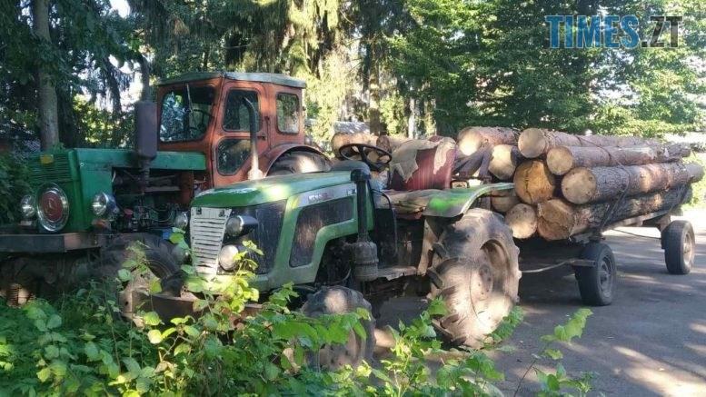73097e23 6daf 4c9f 8f2d 90bc97909196 777x437 - У райцентрі Житомирщини затримали два трактора, вщент набитих деревиною