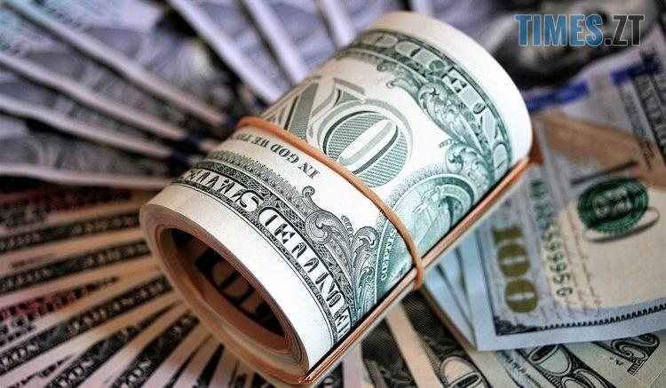 95 2 750x437 - Перед вихідними гривня вповільнила падіння: курс валют та ціни на паливо