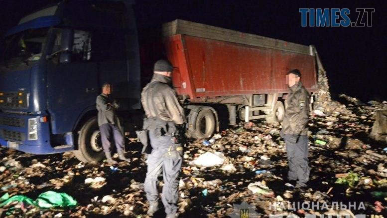 DSC 0012  777x437 - На Житомирщині копи виявили три вантажівки із львівським сміттям, скид організували на комунальному полігоні (ВІДЕО)