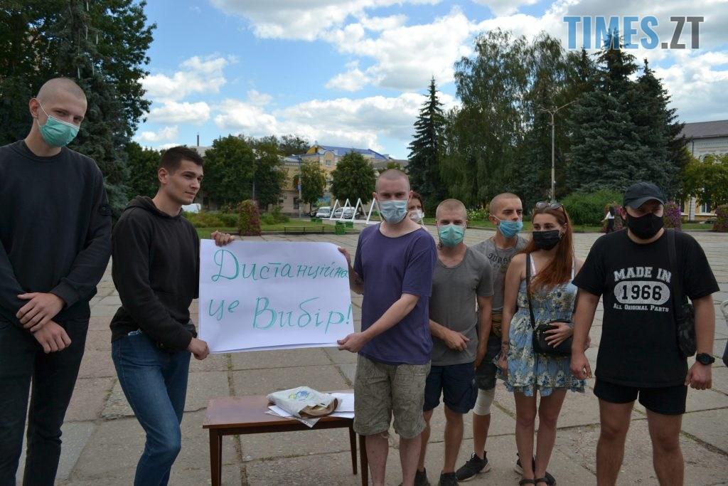 DSC 0280 1024x683 - Житомиряни мітингували під ОДА за навчання школярів у класах (ФОТО)