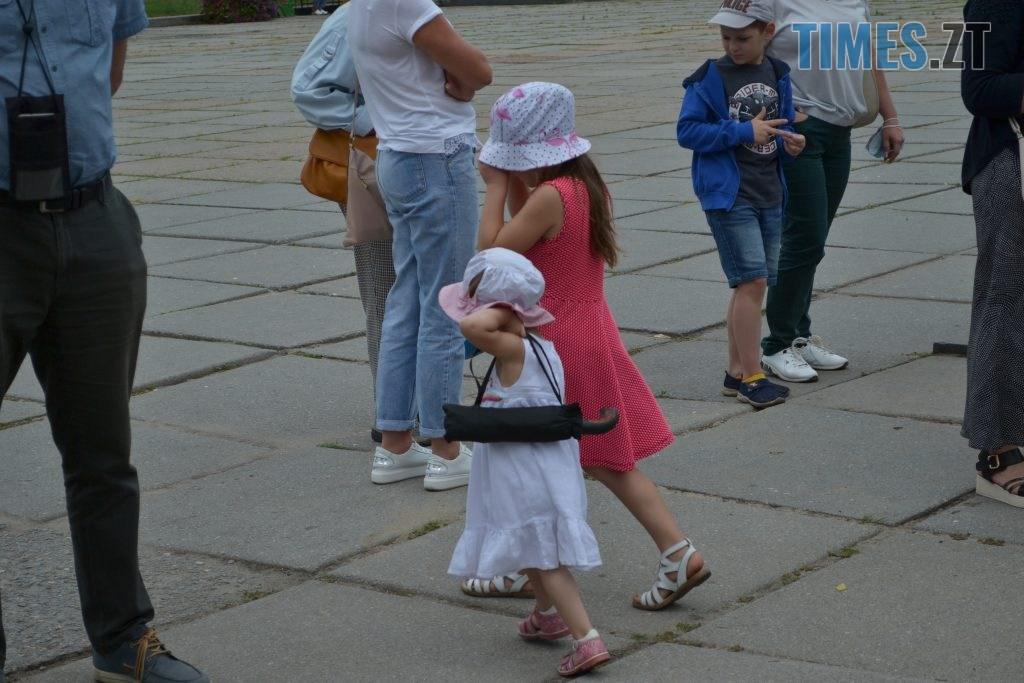 DSC 0286 1024x683 - Житомиряни мітингували під ОДА за навчання школярів у класах (ФОТО)