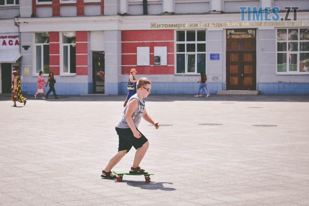 DSC 0474 1024x684 - Спекотний понеділок у Житомирі (ФОТО)
