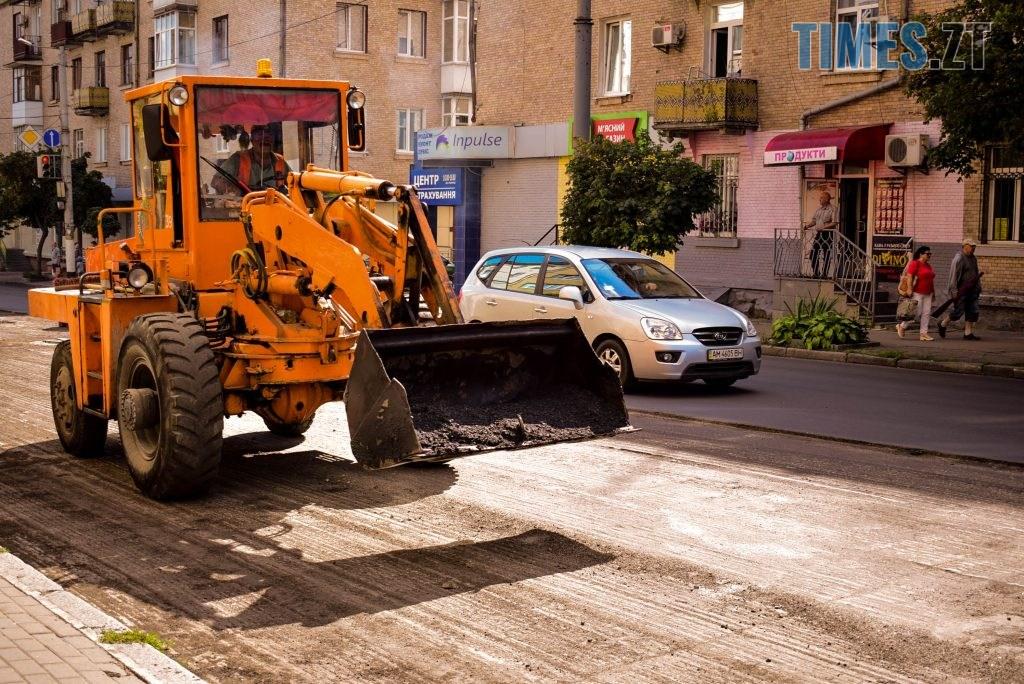 DSC 0621 1024x684 - У Житомирі готуються до завершення ремонту асфальту на Чуднівському мосту (ФОТО)