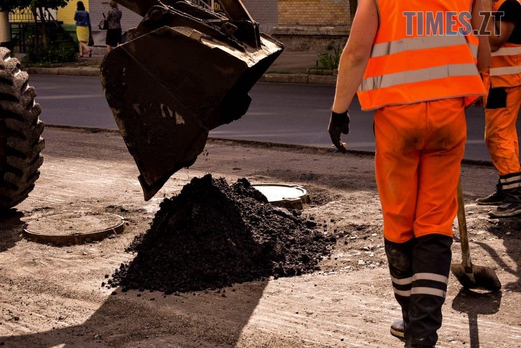 DSC 0624 1024x684 - У Житомирі готуються до завершення ремонту асфальту на Чуднівському мосту (ФОТО)