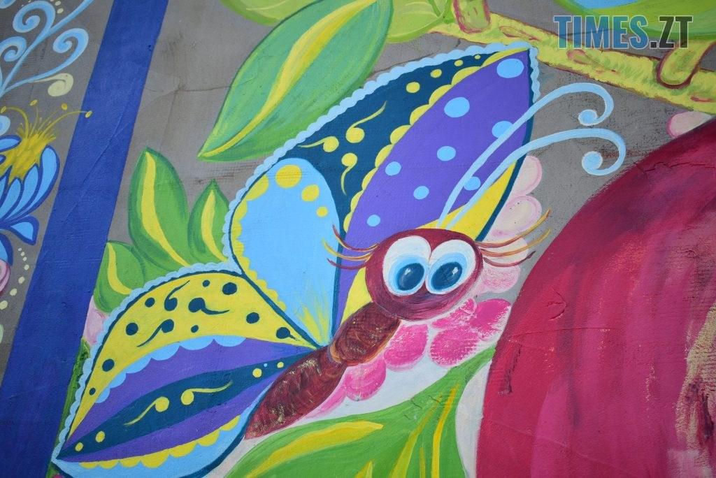 DSC 0981 1024x684 - Синьо-жовтий кіт, фруктовий сад та мистецькі вікна: у Житомирі з'явився новий арт-фасад (ФОТО)