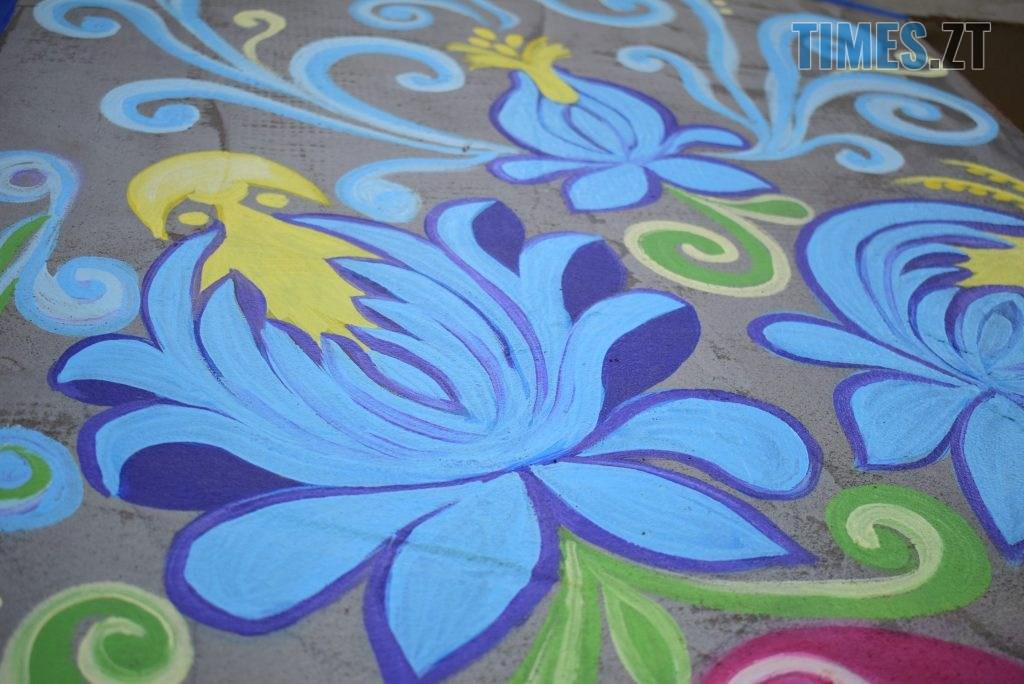 DSC 0982 1024x684 - Синьо-жовтий кіт, фруктовий сад та мистецькі вікна: у Житомирі з'явився новий арт-фасад (ФОТО)
