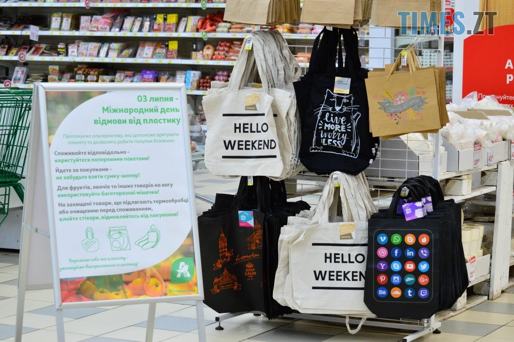 DSC 2237 1024x681 - У Житомирі в гіпермаркеті Ашан влаштували акцію відмови від пластику, знизили ціни на еко торбинки та пригощають солоденьким (ФОТО)