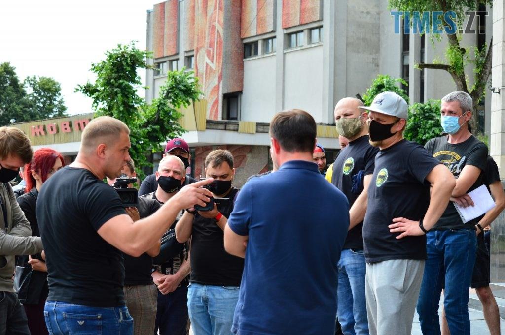 DSC 2295 1024x681 - Скандал: фанати ФК «Полісся» прийшли під стіни Житомирської ОДА вимагати продовження договору оренди тренувальної бази (ФОТО-ВІДЕО)