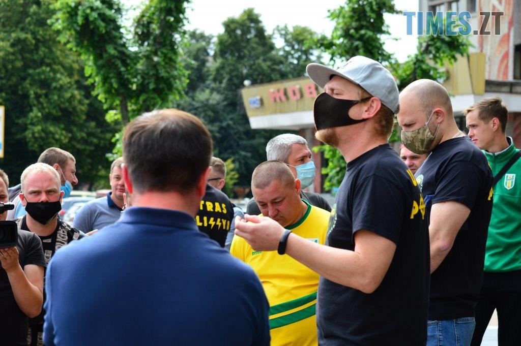 DSC 2302 1024x681 - Скандал: фанати ФК «Полісся» прийшли під стіни Житомирської ОДА вимагати продовження договору оренди тренувальної бази (ФОТО-ВІДЕО)