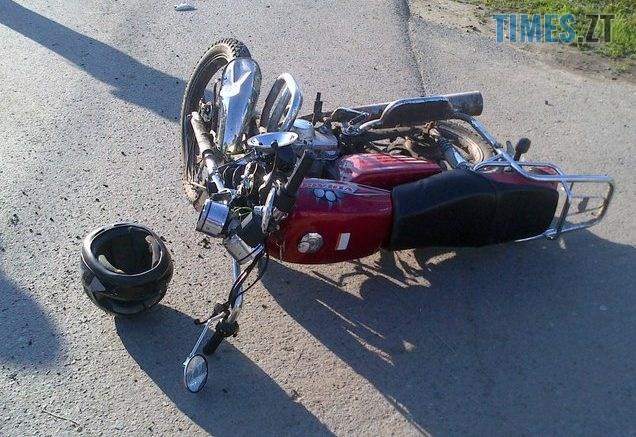 DTPmoto 636x437 - У райцентрі Житомирської області мотоцикліст влетів у бетонний стовп і загинув