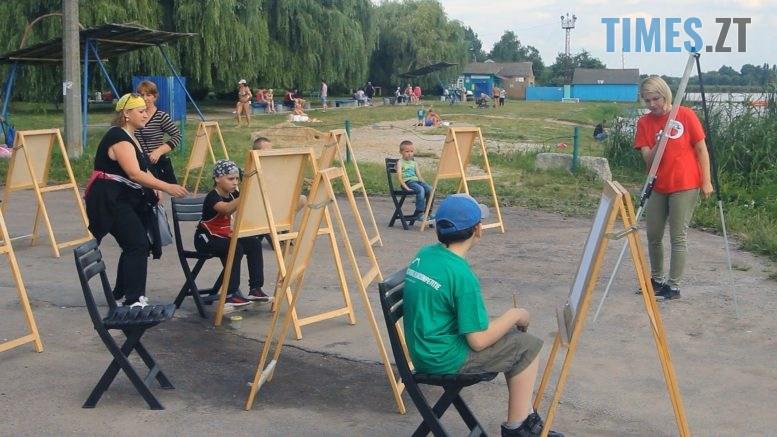Still1212 00001 3 777x437 - Дитяча творчість… на пляжі Бердичева (ВІДЕО)