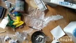 index4 260x146 - У Житомирі 19-річний юнак облаштував у квартирі підпільну нарколабораторію (ФОТО)