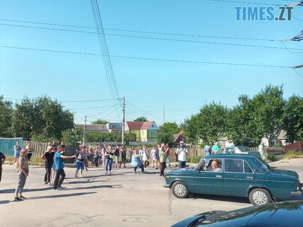 photo5235506855869001485 1024x768 - У Житомирі протестуючі вимагають врегулювати рух по «кривавому» провулку Комунальному
