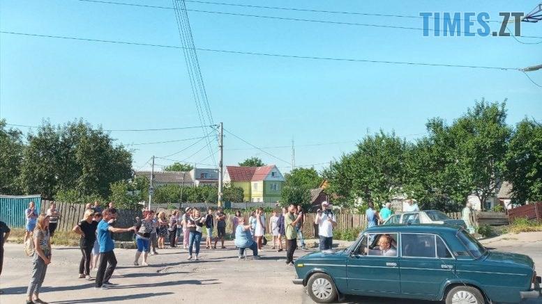 photo5235506855869001485 777x437 - У Житомирі протестуючі вимагають врегулювати рух по «кривавому» провулку Комунальному