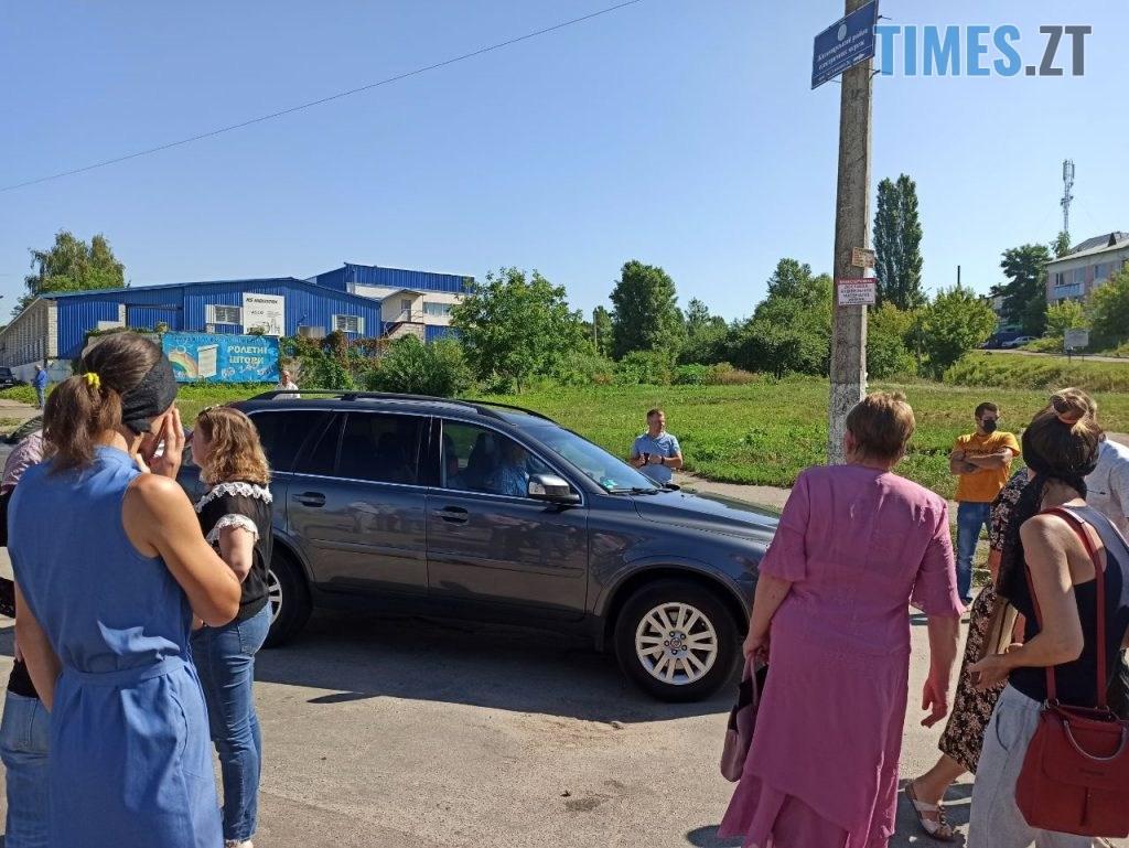 photo5238165586654113325 1024x769 - У Житомирі протестуючі вимагають врегулювати рух по «кривавому» провулку Комунальному