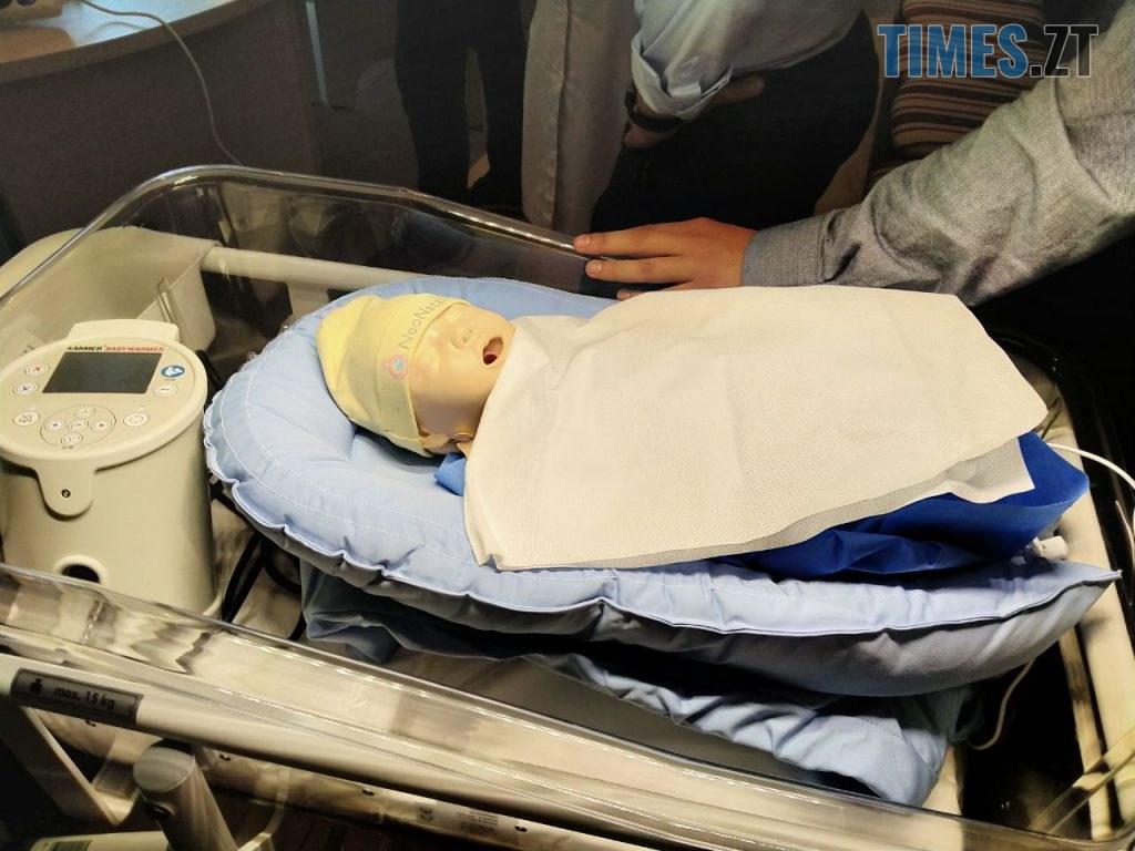 photo5260551454417071814 1 1024x768 - «Не медсестра на око, а обладнання розраховує»: житомирському КП «Лікарня» № 1 подарували нове обладнання для немовлят