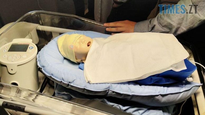 photo5260551454417071814 777x437 - «Не медсестра на око, а обладнання розраховує»: житомирському КП «Лікарня» № 1 подарували нове обладнання для немовлят