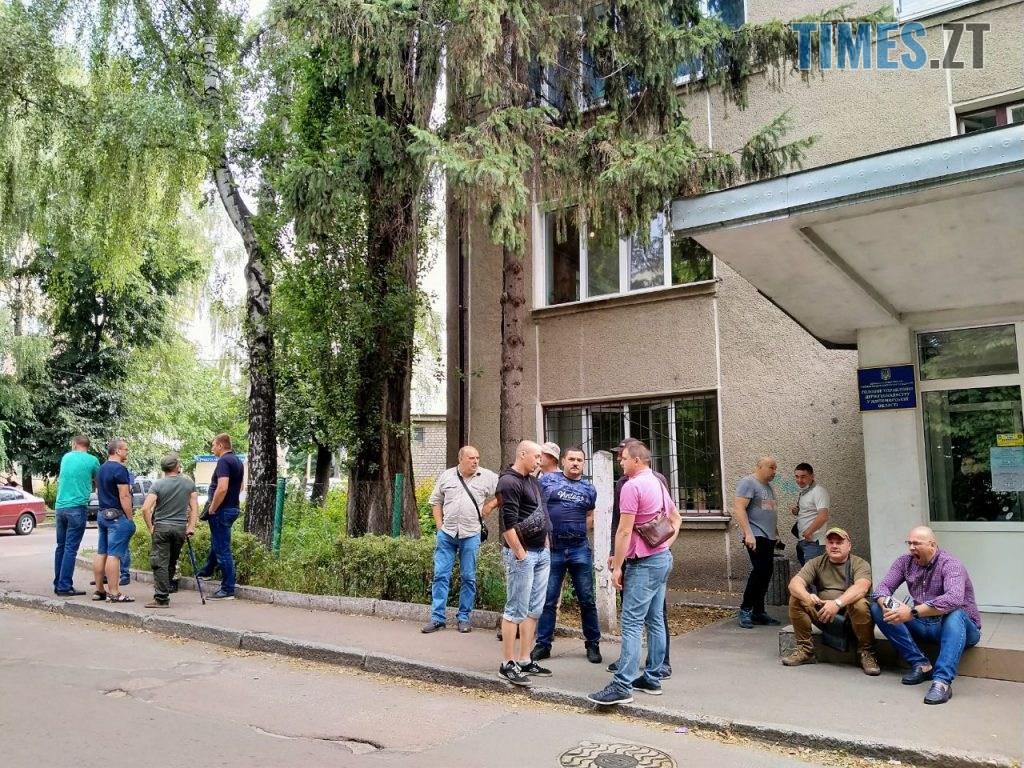 photo5267144169086890325 1024x768 - У Житомирі біля Головного управління Держгеокадастру АТОвці протестують проти нового керівника