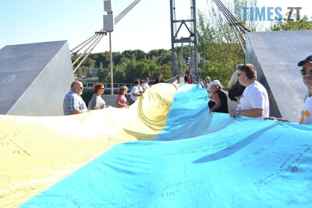 06a97dcb b789 47ee b462 0e31531ee760 1024x683 - Над Житомиром замайорів 20-метровий прапор України (ФОТО)