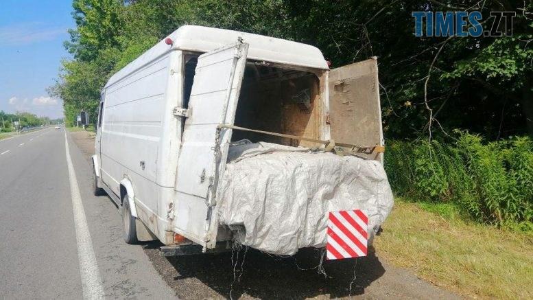 """09 32 20 777x437 - На Житомирщині поліція затримала бусик із """"лівою"""" деревиною"""