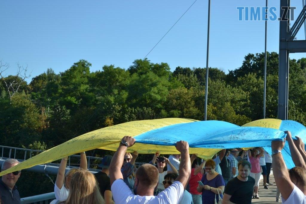 0acf5b7a 735f 4df8 9eb0 003f5a64b5a9 1024x683 - Над Житомиром замайорів 20-метровий прапор України (ФОТО)