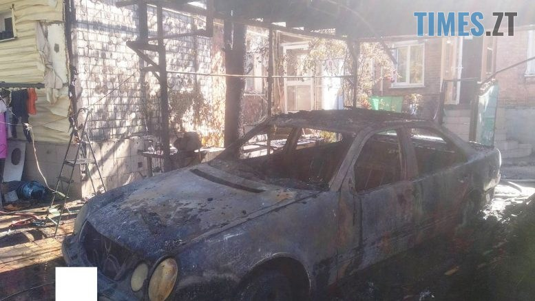 1 IMG 67b967e6cefa185864fe466429c4e2e5 V 777x437 - На території приватного домоволодіння в Житомирі згорів Mercedes (ФОТО)