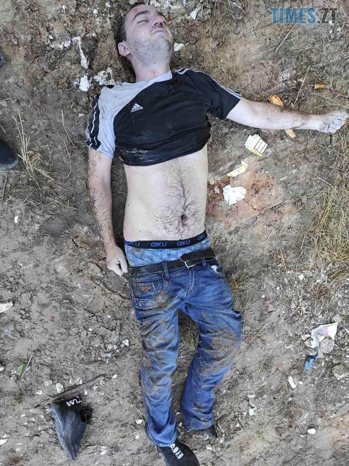 117905373 639225423385099 3822277498157149421 n - Посеред дороги між селами знайшли труп людини, жителів Житомирщини закликають упізнати померлого (ФОТО 18+)