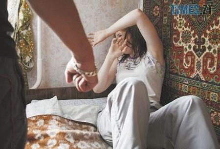 1540c8553eb32c24e341daebc6a63721 - У селі на Житомирщині ревнивець до смерті забив дружину, а в Овручі жінка зарізала коханця