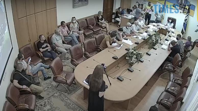 2020 08 05 777x437 - Скандал під час засідання Житомирського виконкому: активіста нагородили і вручили повістку до суду