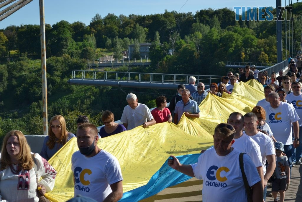 252aeefe 2ce1 4fdd a589 13dff4af76a3 1024x683 - Над Житомиром замайорів 20-метровий прапор України (ФОТО)