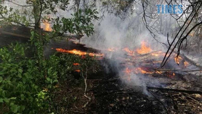 4 777x437 - В Овруцькому районі надзвичайники ліквідували загоряння сухостою, від якого спалахнули чотири будівлі