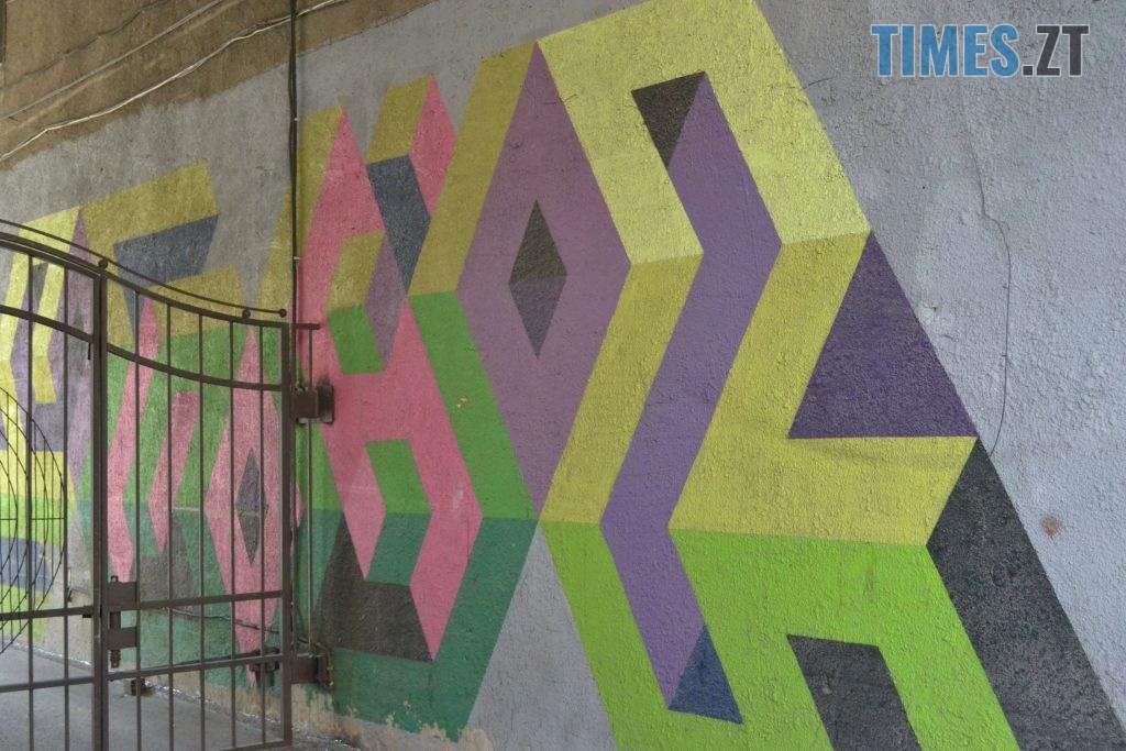 94b81e82 54a3 42c5 b458 b63b90a83842 1024x683 - Хулігани малюють, поліція - бездіє: історія занедбаності житомирських фасадів та парканів