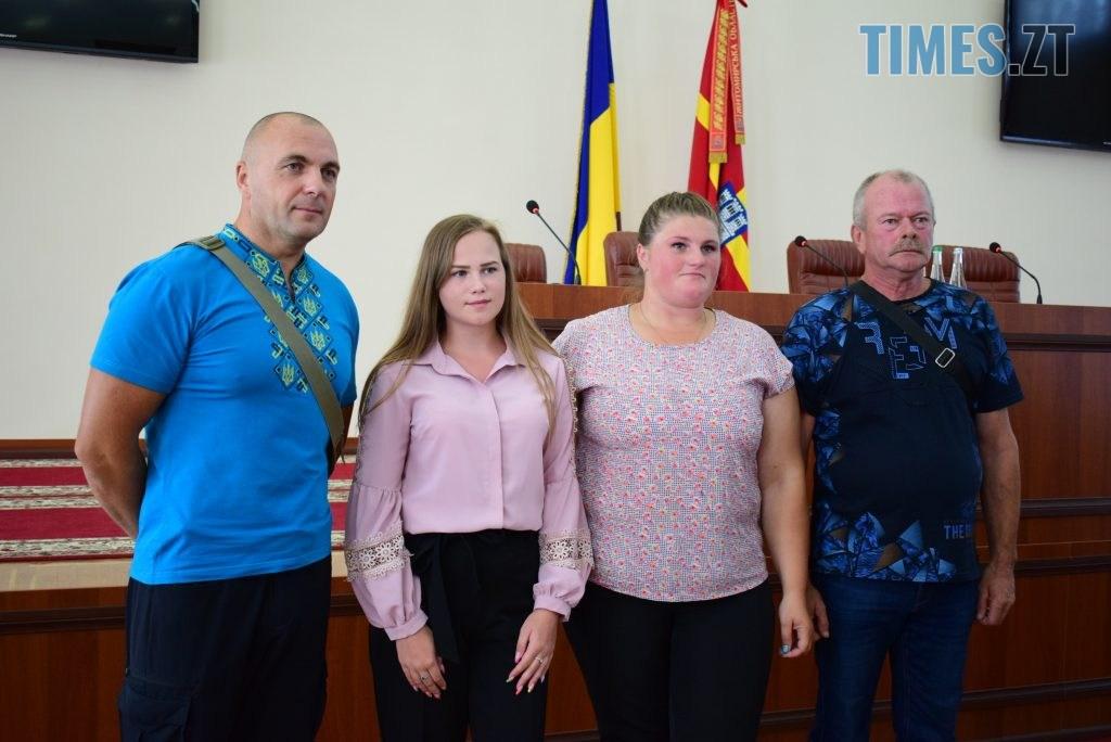 DSC 0365 1024x684 - Військовослужбовцям Житомирщини вручили грошову компенсацію на придбання житла (ФОТО)
