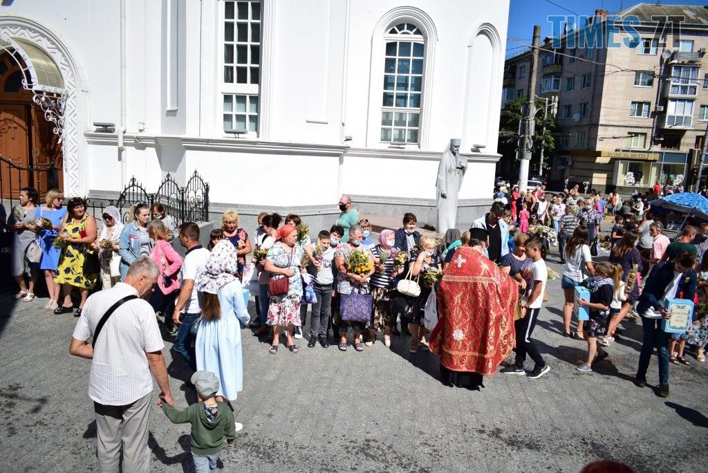 DSC 0509 1024x684 - «Медом помазано»: житомиряни забули про COVID-19, пішли на ярмарок та церковне освячення (ФОТО)