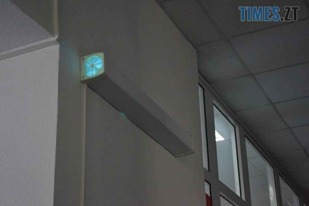 DSC 0553 1024x683 - За гроші і без дистанції: у Житомирській обл поліклініці відвідувачі «окупували» реєстратуру (ФОТО)